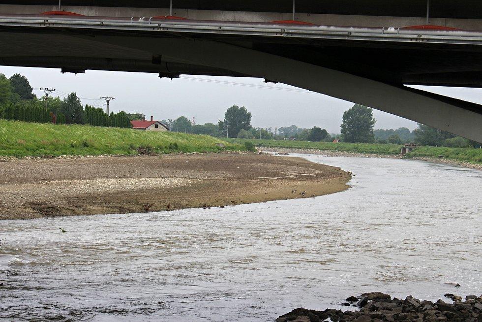 Srážka Bečvy kvůli rekonstrukci jezu v Hranicích. 14.7. 2021