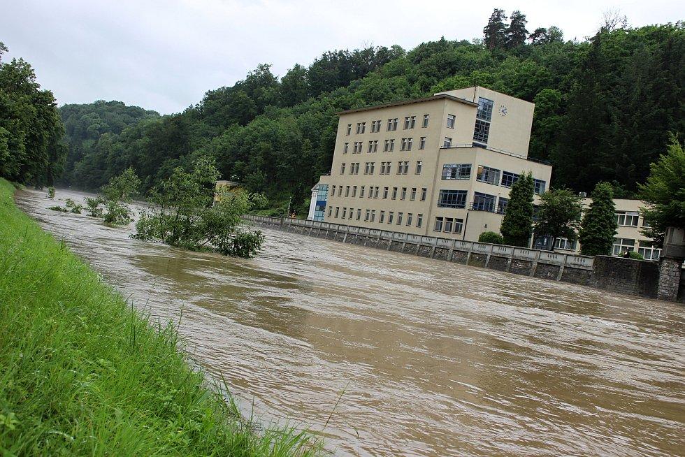 Bečva v Teplicích nad Bečvou v neděli 21. června v 16.20 hodin.