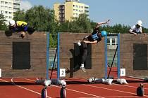 K disciplíně 100 metrů překážek patří pěkné sportovní výkony, ale i pády.