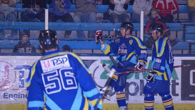 Zubři doma porarazili hokejisty Žďáru 6:2.