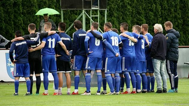 Fotbalisté Všechovic (v modrém). Ilustrační foto