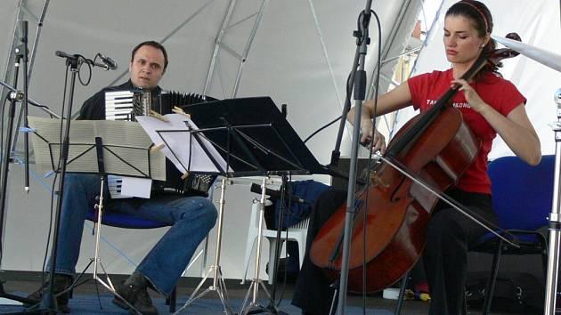 Brněnská hudební formace Duo Milonguero.