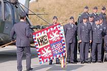 Na vrtulníkové základně v Přerově probíhalo v pátek dopoledne střídání stráží. Z funkce velitele letky odchází Libor Ostřanský, který zde působil čtrnáct let, a na velitelském postu ho vystřídá Milan Koutný.