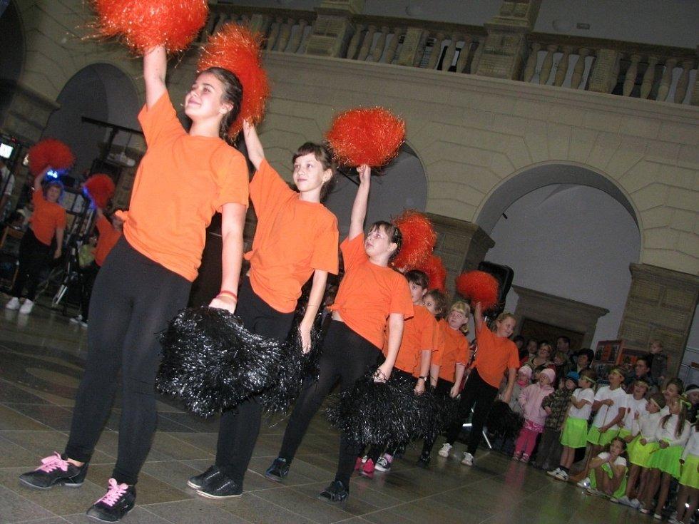 Děti z hranické ZŠ a MŠ Struhlovsko se v úterý 20. listopadu představily široké veřejnosti ve dvoraně zámku.