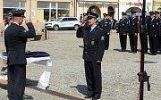 Medailemi policejního prezidenta a ředitele policie Olomouckého kraje na náměstí v Hranicích slavnostně ocenili policisty územního odboru Přerov, hranické strážníky a také osobnosti mimo policejní oddělení