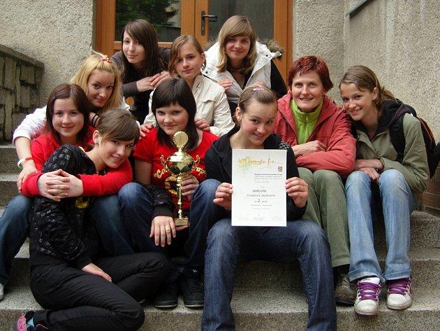 Volejbalistky ze Šromoťáku postoupily do kraje.