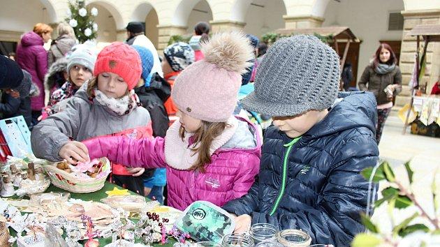Dětský vánoční jarmark ve dvoraně hranického zámku 2017