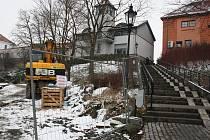 Připravovaná přeložka vodovodu kvůli výstavbě retenční nádrže u Veličky si vyžádá krátkodobé uzavření schodiště od Zámeckého hotelu Zlatý orel směrem k Veličce v Čechově ulici