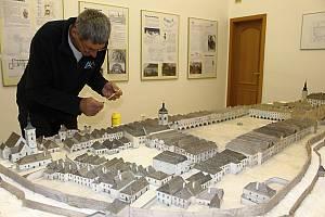 Stanislav Miloš je autorem historického modelu města Hranice