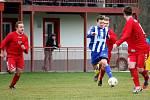 Fotbalisté Hranic (v pruhovaném) proti Brumovu