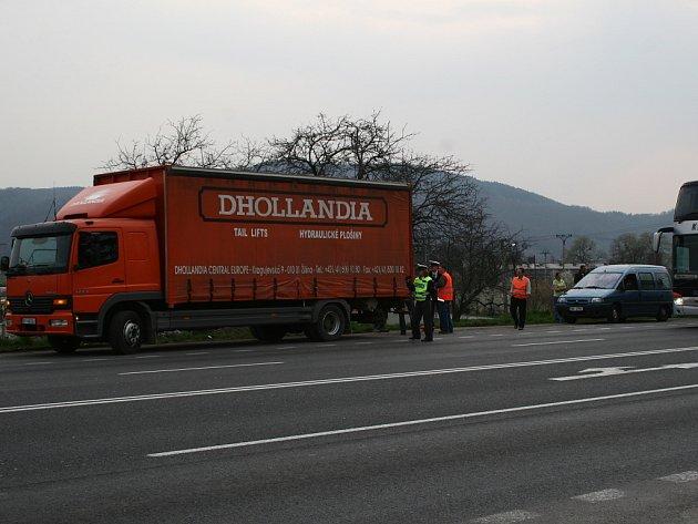 Další nehoda ve Slavíči na úseku z Olomouce na Hranice zablokovala dopravu na několik desítek minut.