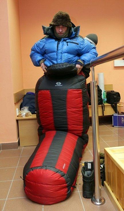 Marek Šimíček při pokusu o mrazivý rekord. Vstoupil do Polária v lázeňském domě Janáček v Teplicích nad Bečvou, kde strávil osm hodin v kryokomoře při teplotě - 100 stupňů.
