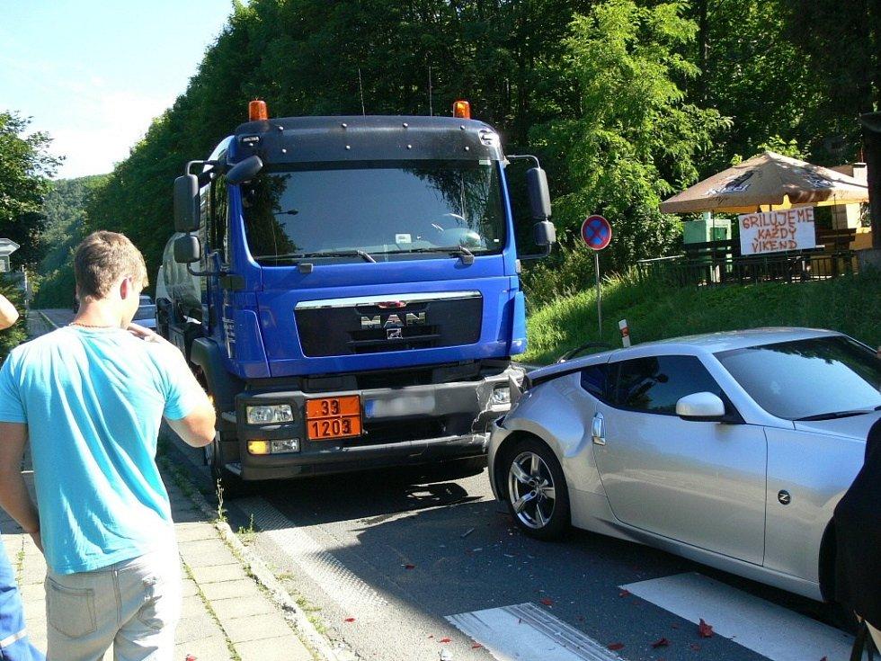Dopravní nehoda u přechodu pro chodce poblíž vlakové zastávky v Teplicích nad Bečvou se obešla bez zraněn