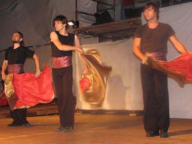 Hanáčtí poutníci se ve veselohře nastudované účastníky workshopu ocitli i ve Španělsku.