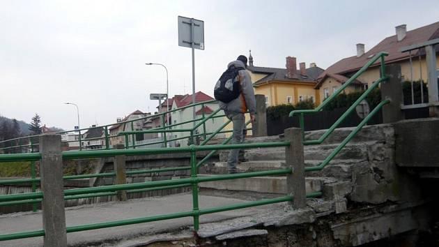 Most přes Ludinu je v havarijním stavu.