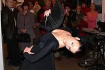 Netradičním způsobem byla  zahájena vernisáž výstavy obrazů výtvarnice Marty Tomancové. Její návštěvníci se mohli obdivovat žhavému španělskému flamengu v podání Barbary Tomancové.