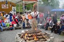 V Dřevohosticích se letos bude pálit čarodějnice už potřinácté. Loni se na tuto akci vypravilo na patnáct set čarodějnic, ježibab a černokněžníků.