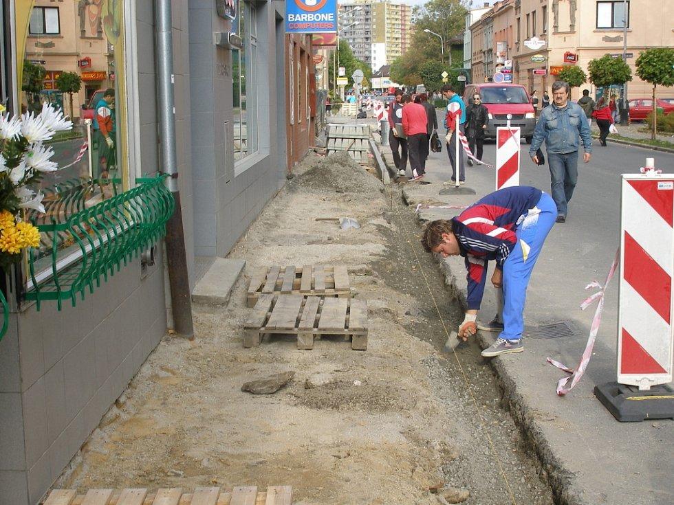 Čechova ulice bude mít nový chodník.