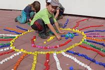 U Domečku děti závodily na koloběžkách.