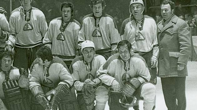 Hráči Meopty v sezoně 1973 - 1974. Stanislav Grábl stojící druhý zprava.