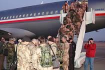 Z přerovského letiště odlétali ve čtvrtek časně ráno vojáci do Afghánistánu.