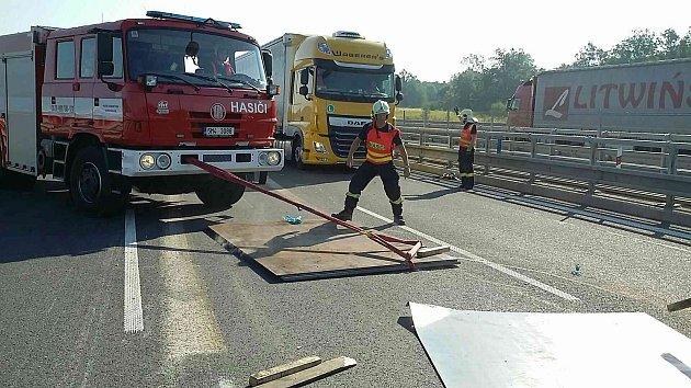 Nehoda kamionu na D1 u Hranic