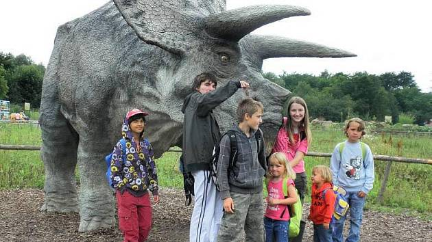 Za první peníze, které se podařilo sehnat občanskému sdružení Radost, se děti z hranického dětského domova vydaly do ostravské ZOO a Dinoparku.