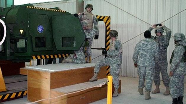 Vojáci rovněž prakticky vyzkoušeli možnosti trenažéru.