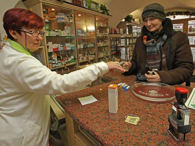 Lidé nyní kupují většinou léky bez předpisu, za každou položku na něm by totiž museli zaplatit třicet korun.