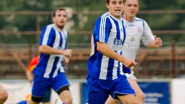 Fotbalisté Hranic (v modré). Ilustrační foto