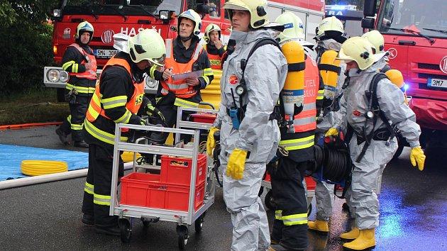 Velké cvičení záchranářů v Hranicích
