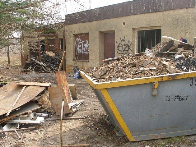 Zchátralý objekt má po rekonstrukci opět začít sloužit široké veřejnosti.