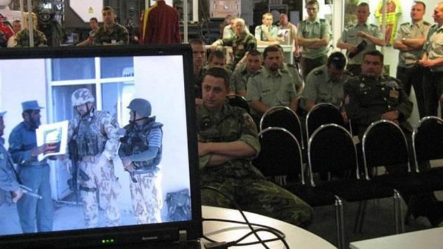 Ve středu 11. května představil hranický kameraman Vlastimil Mach svůj dokument na vojenském veletrhu v Brně