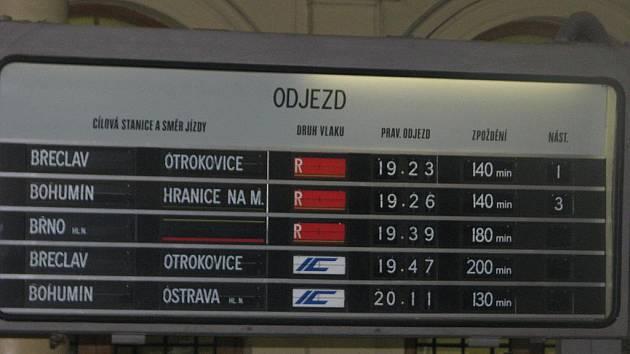 Namrzlé výhybky brzdily vlaky nejen na Přerovsku.