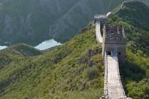 Čínská zeď  – gigantická stavba, která člověkovi vyráží dech.