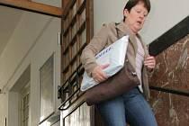 Občas musí lidé pro balíček sami na poštu. Doručovatelé jim ho z různých důvodů nedodali.