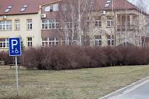 Lidem se nelíbí, že místo na travnatou plochu budou v případě stavby koukat někomu do oken.