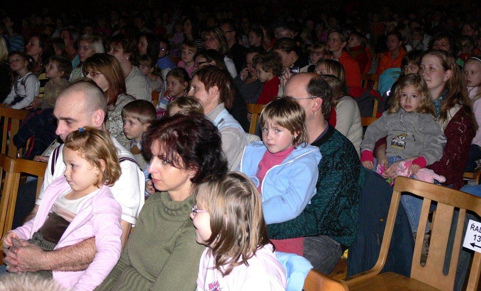Děti se bavily s Kouzelnou školkou.