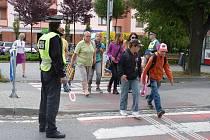 Městští policisté v Hranicích strážili čtyři frekventované přechody pro chodce, aby zajistili bezpečnou cestu dětí do školy
