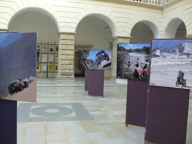 Výstava orally Dakar vzámecké dvoraně vHranicích