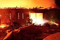 Rozsáhlý požár hospodářského stavení v Klokočí