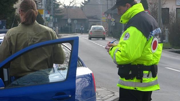 Nejčastěji přicházejí řidiči o body kvůli překračování povolené rychlosti v obci.