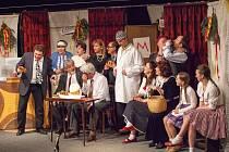 Jedno z posledních představení s názvem Nepokojné hody svaté Kateřiny drahotušského divadelního souboru Tyl uvidí návštěvníci Anenské pouti v pátek 24. července v restauraci U Jelena od 19 hodin.