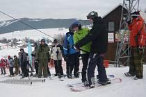 Kvůli nedostatku sněhu se vleky na Potštátě nerozjely a výcvik je odložen. Jiné školy vyrazily za sněhem do Jeseníků.