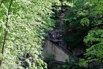 Do Hranické propasti, která je nejhlubší zatopenou jeskyní světa, spadl v sobotu 28. dubna člověk.