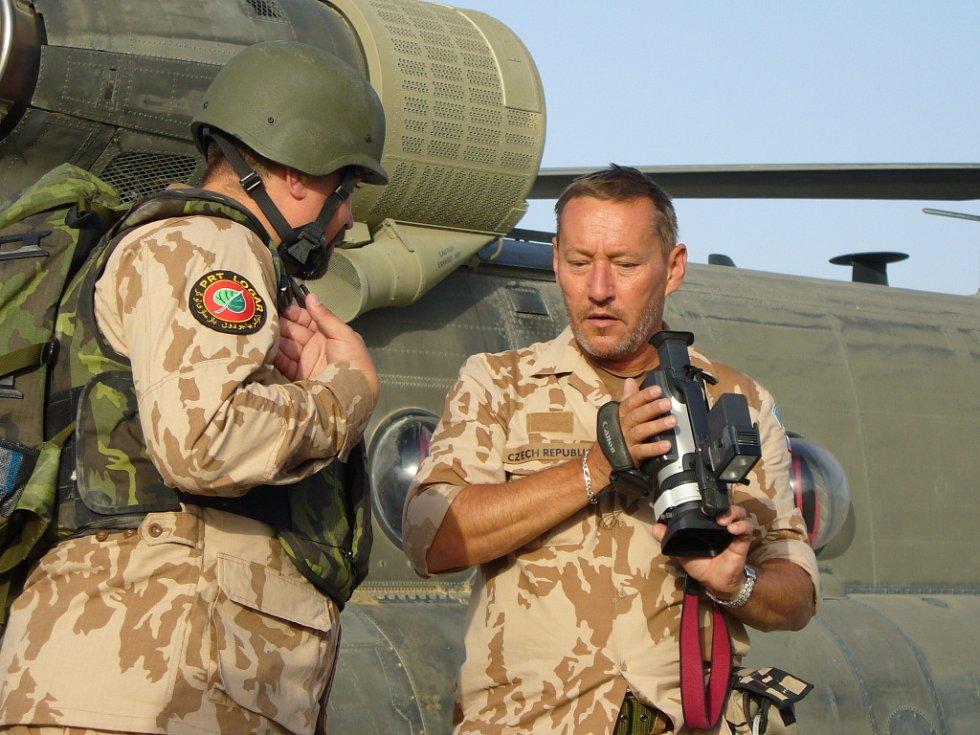 Vlastimil Mach v Afghánistánu natáčel dokument o životě na misi, o pocitech vojáků, ale také jejich blízkých..