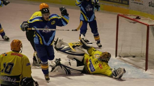 Zubři si vítězstvím v Kroměříži upevnili třetí příčku a v neděli 13. ledna v domácím prostředí vyzvou na souboj Orlovou.