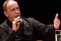 Nejen Jana Krause herce, moderátora, režiséra, spisovatele, ale i Romana Vojtka mohli vidět a slyšet diváci v hranické sokolovně v úžasném představení