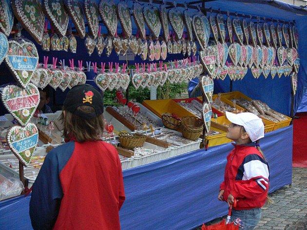 Na Anenské pouti v Drahotuších platili o víkendu někteří stánkaři až patnáct set korun nájemného