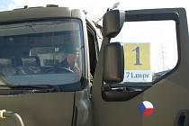 Vojáci ze 71. mechanizovaného praporu z Hranic převzali v Novém Jičíně první středně těžké nákladní automobily značky Tatra.